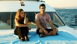 Kalbim Ege'de Kaldı yeni bölümde Mustafa ile Zeliş arasında yakınlaşma yaşanacak mı Kalbim Ege'de Kaldı FRAGMAN İZLE