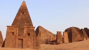 Sudan'ın terk edilmiş piramitleri