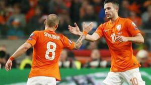 Kadro açıklandı Sneijder ve RVP