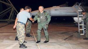 Komutan PKK kamplarını bombaladı