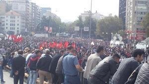 Binlerce kişi saldırının meydana geldiği alana akın etti