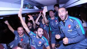 Türkler otobüse binmeden maç bitmez