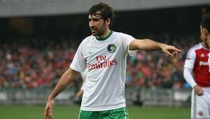 Raul futbolu bırakıyor