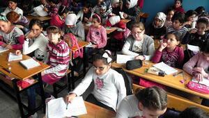 Suriyeli öğrencilere Osmanlı ortak değerimiz' yazılı ders kitabı