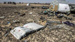 Mısırda düşen uçak havada parçalanmış