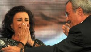"""""""Perihan Abla"""" ödülü ağlayarak aldı"""