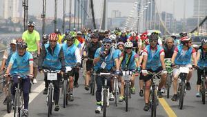 10 bin bisikletli köprüden geçti