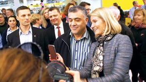 Başbakan market gezdi, Türklerle selfie çektirdi