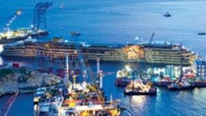 19 saatlik operasyonun ardından Costa Concordia kaldırıldı
