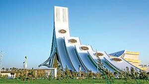 Türkmenistan binasıyla Guinness'e başvuracak