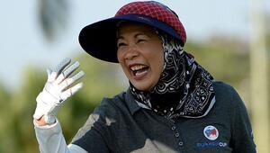 Malezya Kraliçesi'nin golf keyfi tepki topladı