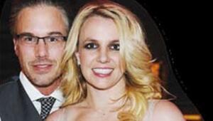 Britney nişanlısından ayrıldı
