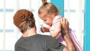 David Beckham minik kızıyla parkta