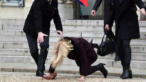 Pariste talihsiz an... Danimarka Başbakanı yere düştü