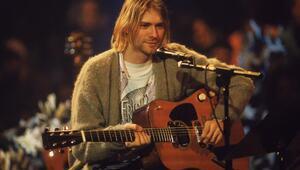 Kurt Cobainin depresyon hırkasına rekor fiyat