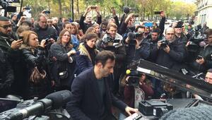 Gezide çalan piyanist Davide Martello, piyanosuyla bu kez Pariste