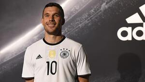 Podolski, Almanya kadrosundan çıkarıldı