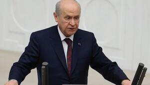 Devlet Bahçeli kendisini alkışlayan AK Partilileri selamladı