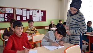 Suriyeliler için geçici eğitim merkezi kuruldu