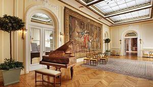 Fransız yaşam tarzı, Fransız Sarayında sergilenecek