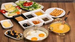 Kahvaltıdan aşırı dolu mide ile kalkmayın