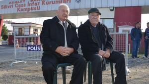 Silivri'de Umut Nöbetini gazeteci Turgay Noyan ve Aydın Engin tuttu
