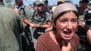 İsrail zorla tahliyeye başladı