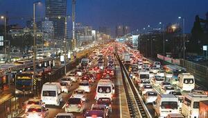 İstanbul trafiğinde cuma çilesi
