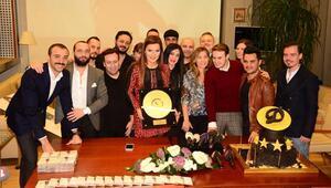 Demet Akalın, Pırlanta Albümüyle Altın Plak Ödülü Aldı
