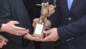 Silivri Cezaevi önünde Can Dündar için Basın Özgürlüğü ödül töreni