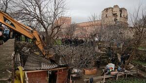 Yedikule Bostanlarında seyyar baraka yıkımı