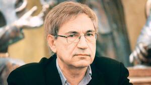 Orhan Pamuk: Akademisyenlerin gözaltına alınması demokrasiye ağır zarar