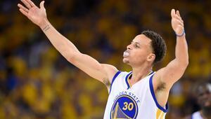 NBAde en çok forması satılan oyuncu Curry
