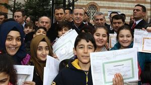 Cumhurbaşkanı Erdoğan'dan çocuklara karne hediyesi