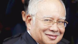 Malezya Başbakanı aklandı 'Yolsuzluk değil, bağış'
