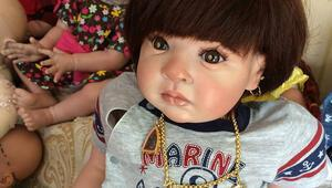 Taylandda oyuncak bebeklere uçak bileti alıyorlar