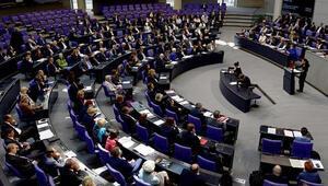 Alman Meclisi soykırımı öteledi