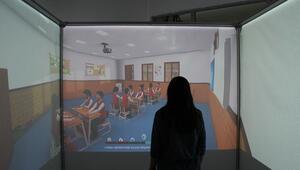 Öğretmen adayları simülasyon sınıflarda ders anlatıyor