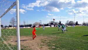 Protokol üyeleri, kadın futbol takımıyla maç yaptı