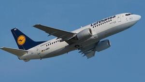 Lufthansa uçağı 131 yolcusuyla acil iniş yaptı