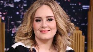 Adelein özel fotoğrafları hacklendi