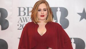 Ünlü şarkıcı Adelein hayranları çok üzülecek