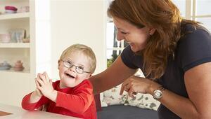 Otizmli çocuklarda dil ve konuşma gelişimini desteklemek için ebeveynler nelere dikkat etmelidir