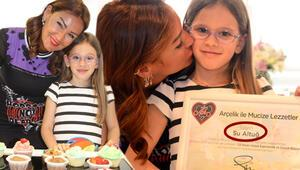 Pınar Altuğ, kızı Su ile 23 Nisan etkinliğinde