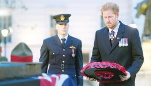 Prens Harry'den Kraliçe adına Anzak askerlerine çelenk