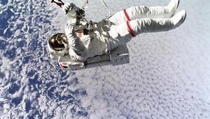 Uzay yürüyüşü sırasında bağlantısı kopan bir astronot kurtarılabilir mi
