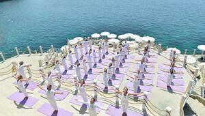 Uluslararası Yoga Şöleninde aş kendini
