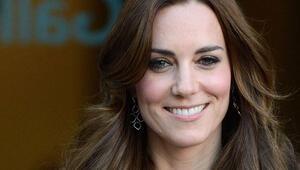 Kate Middleton yıllar sonra ilk kez dekolte giydi