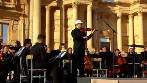 IŞİDin tahrip ettiği o kentte teröre inat konser