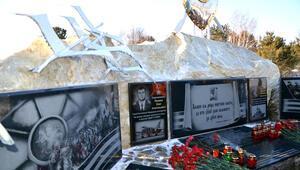 Rus pilot Oleg Peşkovun Sibiryadaki anıtına çirkin saldırı
